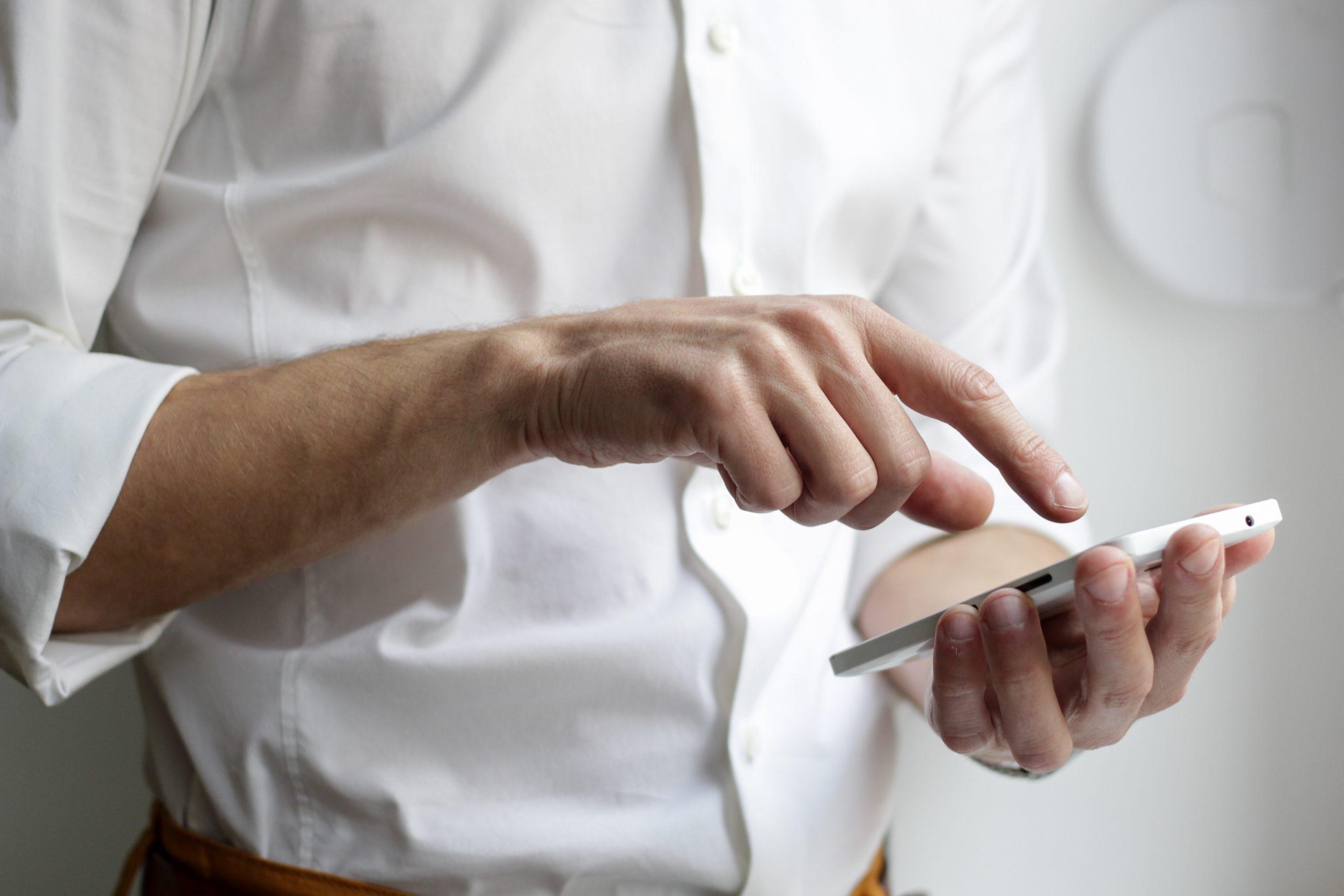 Szkło hartowane na telefon – jedno z podstawowych akcesoriów każdego posiadacza smartfona